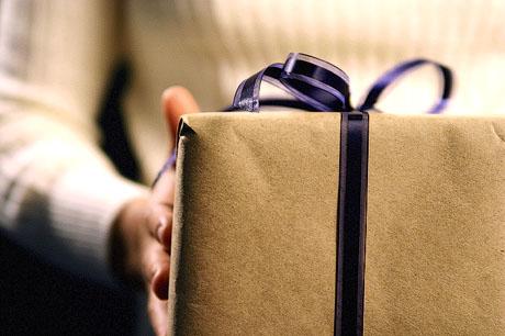 Скромный подарок жене подарок на день
