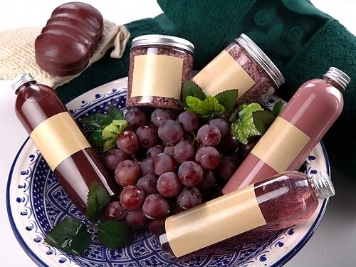 Вино содержит естественный виноградный полифенол – самый сильный антиоксидант, замедляющий и предупреждающий процессы старения организма