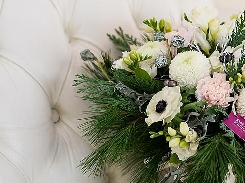 Стоимость новогоднего букета - 6000 рублей.