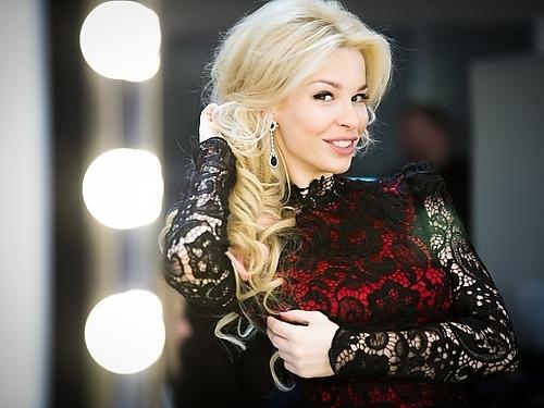 В новогоднюю ночь постарайтесь выглядеть элегантно, как настоящая леди. Платье rusdesigners.ru, стоимость 16.000 рублей