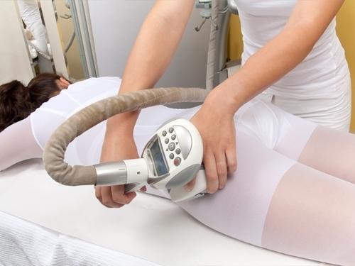 В 2006 году всемирно известная французская компания представила LPG Systems — аппарат, который позволяет эффективно моделировать контуры тела и бороться с локальными жировыми отложениями и целлюлитом