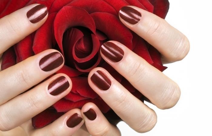 Укрепление натуральных ногтей на руках цветным гелем