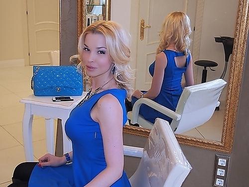 Хотим поблагодарить нашего любимого бьюти-блогера Малену Маяковску, которая любезно составила нам компанию и смогла по достоинству оценить мастерство стилиста салона Зары.
